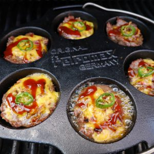 cheeseburger muffins mit Toppings und Sauce in der Petroxmax Muffinform