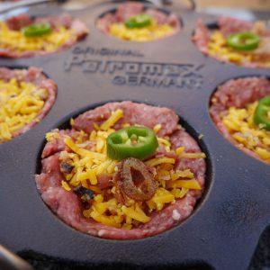 cheeseburger muffins mit Topping und Sauce, aus der Petromax Muffinform