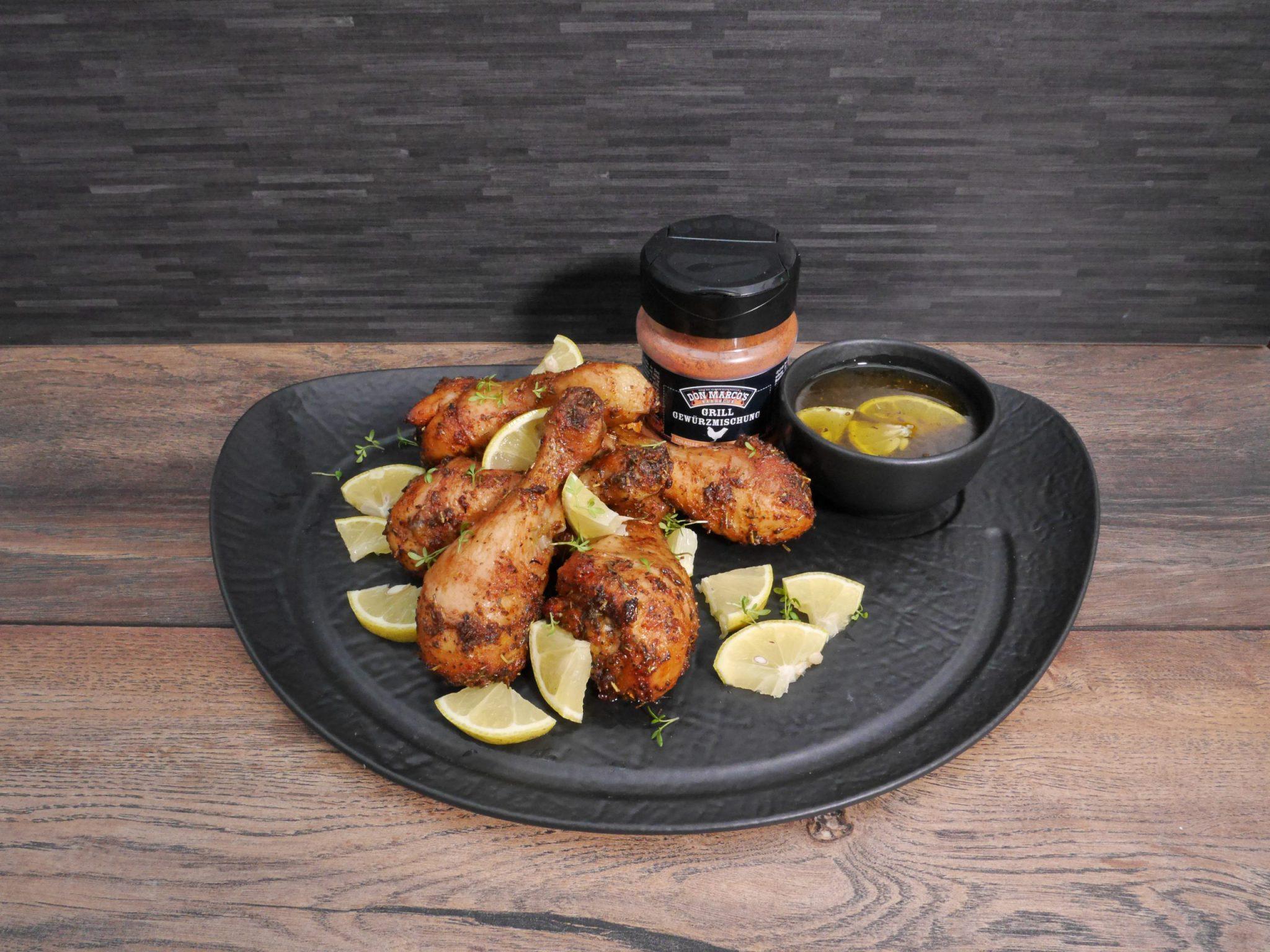 honey lemon drumsticks auf schwarzem teller mit don marcos basic line geflügel in pet dose