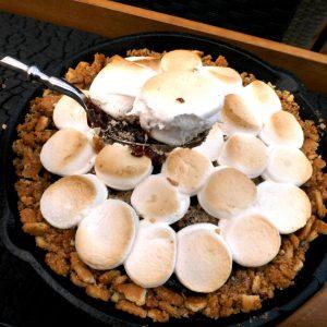 Marshmallow Ganasche in Gußeisenpfanne