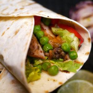 chicken wrap mit Jamaican Jerk Nahaufnahme